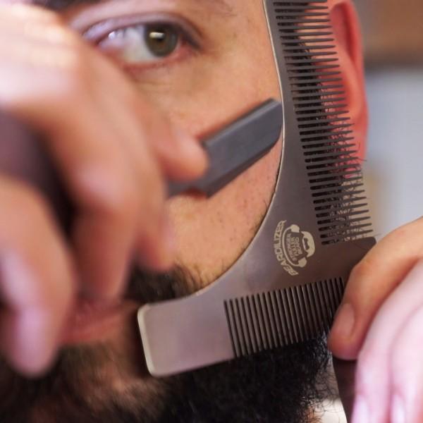 Pettine Per Dare Forma Alla Barba Beardilizer